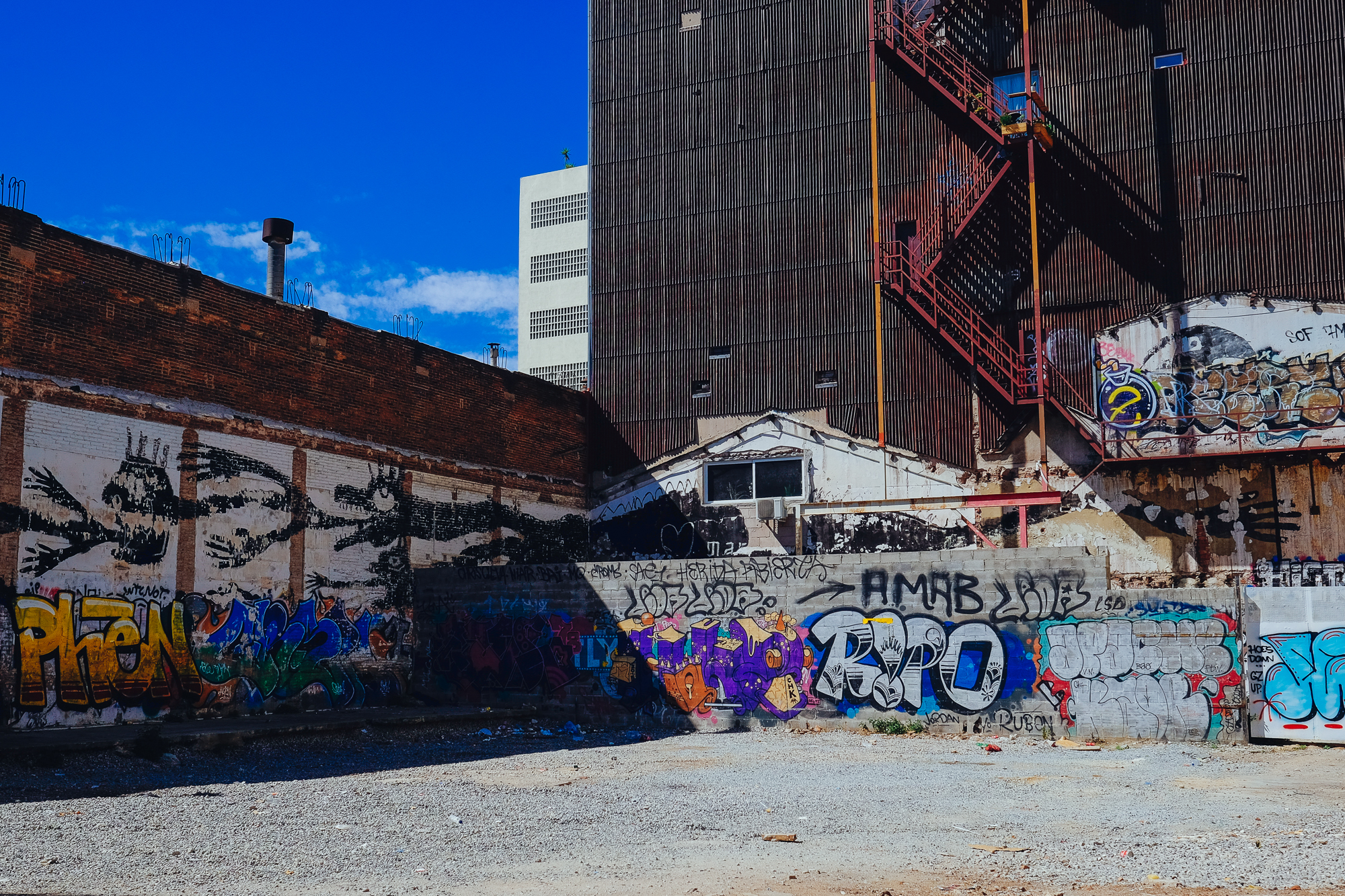 Poblenou love street art mural